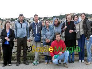 sei-su-immagine-raffigurante-foto-di-gruppo-sul-belvedere-di-murgia-timone