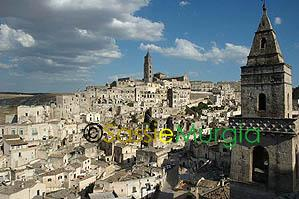 Sei-su-immagine-raffigurante-veduta-del-sasso-barisano-e-cattedrale-di-matera
