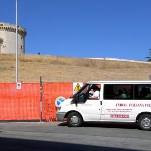sei-su-immagine-raffigurante-il-gruppo-in-visita-al-castello-Tramontano
