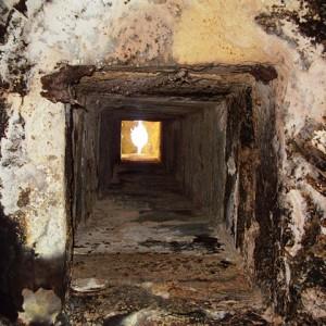 sei-su-immagine-raffigurante-la-canna-fumaria-di-un-antico-caciolaio-vista-dal-basso