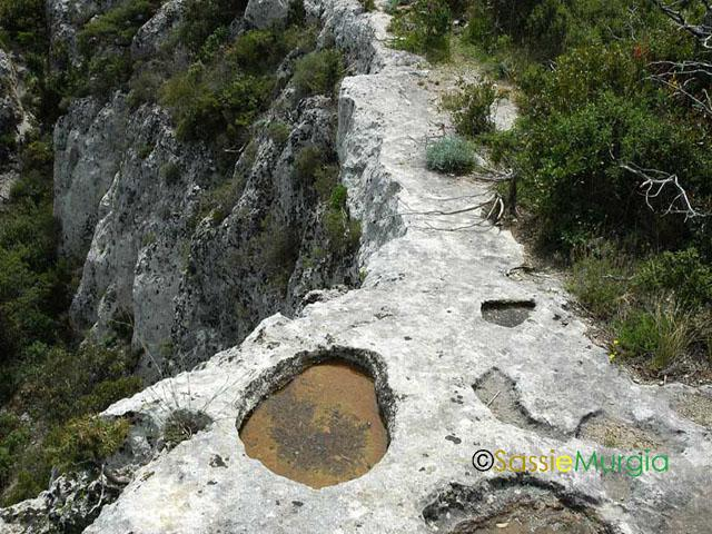 sei-su-immagine-raffigurante-il-sentiero-che-conduce-alla-cripta-di-sant-eustachio-sulla-murgia-sant-andrea