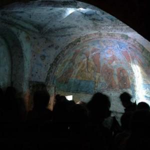 sei-su-immagine-raffigurante-alcuni-escursionisti-in-visita-alla-Madonna-delle-croci