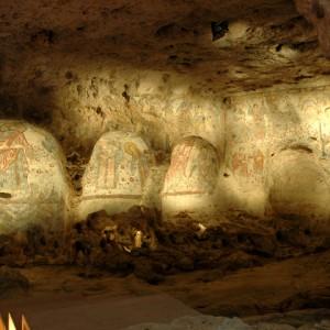 sei-su-immagine-raffigurante-gli-interni-affrescati-della-cripta-del-peccato-originale-situata-lungo-la-gravina-di-picciano