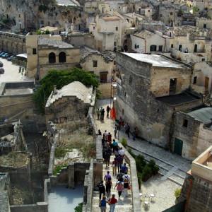 sei-su-immagine-raffigurante-i-soci-dell-uic-roma-in-cammino-verso-il-monterrone-nel-cuore-del-sasso-caveoso
