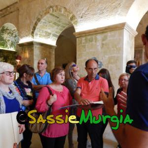 sei-su-immagine-raffigurante-ciechi-che-leggono-informazioni-sulla-chiesa-rupestre-di-San-Pietro-Barisano