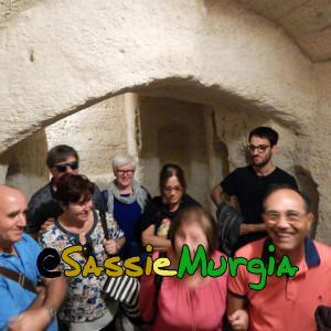 sei-su-immagine-raffigurante-il-gruppo-alla-scoperta-degli-ipogei-di-San-Pietro-Barisano