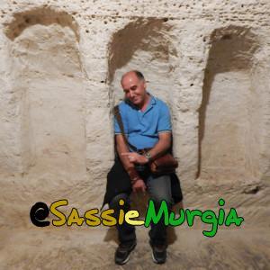 sei-su-immagine-raffigurante-tipica-sepoltura-a-scolatoio-nella-chiesa-rupestre-di-San-Pietro-Barisano