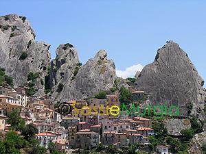 Sei-su-immagine-raffigurante-panoramica-di-Castelmezzano