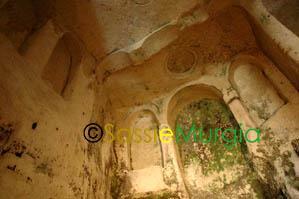 Sei-su-immagine-raffigurante-interno-chiesa-rupestre-santa-lucia-alle-malve
