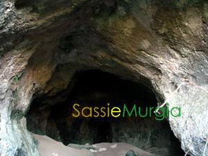 sei-su-immagine-raffigurante-grotta-dei-pipistrelli-sulla-murgia-materana