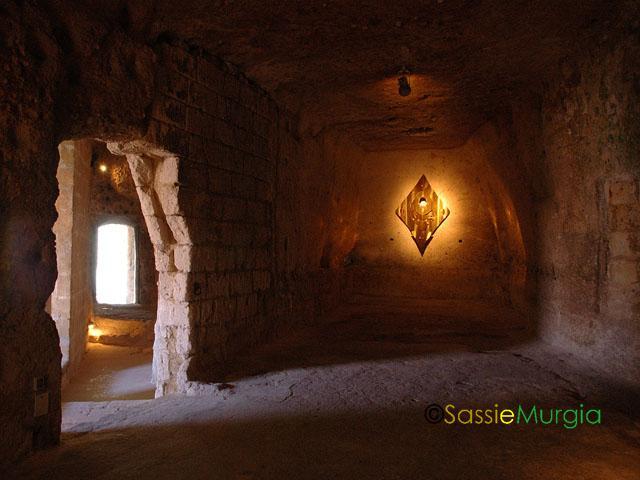 sei-su-immagine-raffigurante-l-antico-monastero-dove-si-svolgono-le-grandi-mostre-dei-sassi