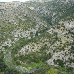 sei-su-immagine-raffigurante-la-sinuosa-serpentina-scavata-nel-calcare-dal-torrente-gravina-di-matera-a-partire-da-una-decina-di-milioni-di-anni-fa