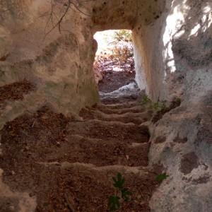 sei-su-immagine-raffigurante-la-scalinata-rupestre-nel-villaggio-rupestre-del-Cristo