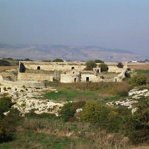 sei-su-immagine-raffigurante-lo-splendido-iazzo-del-monte-interamente-costruito-con-pietrame-a-secco
