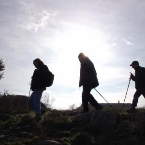 sei-su-immagine-raffigurante-escursionisti-in-cammino-verso-la-cripta-del-peccato-originale