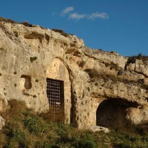 sei-su-immagine-raffigurante-la-chiesa-rupestre-di-santa-agnese-nel-parco-della-murgia-materana