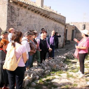 sei-su-immagine-raffigurante-un-gruppo-di-soci-dell-uic-roma-in-visita-allo-iazzo-gattini-sulla-murgia-materana
